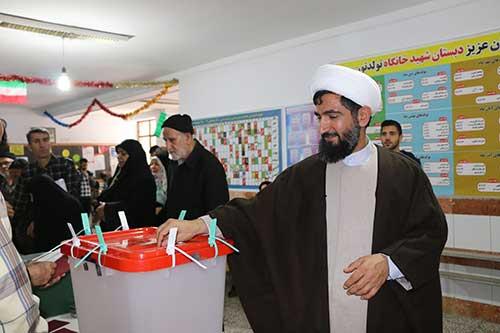 امام جمعه چهاردانگه رای خود را به صندوق انداخت + تصاویر