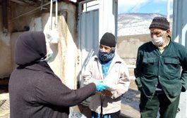گزارش تصویری: توزیع ماسک و دستکش در روستای وری توسط خانه بهداشت روستا