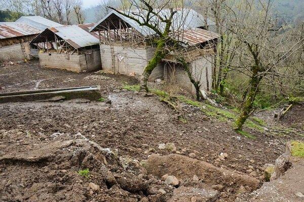 رانش کوه راه برخی روستاهای منطقه ولوپی سوادکوه را مسدود کرد