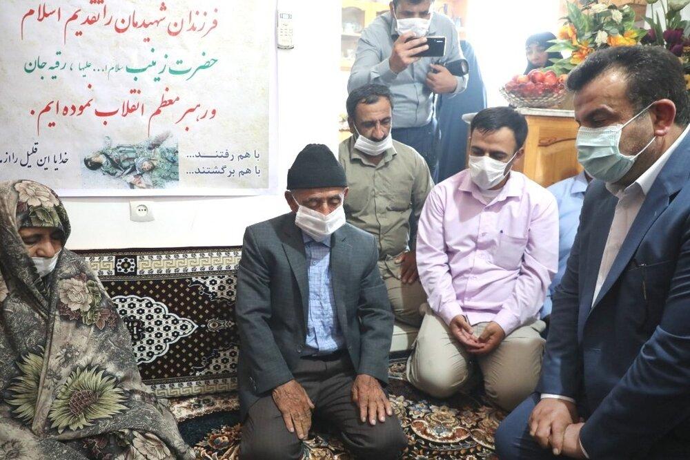 دیدار استاندار با خانواده شهید مدافع حرم/ شهدا سند افتخار هستند
