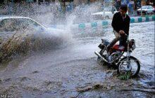بارندگی شدید سبب آبگرفتگی معابر شهری آمل شد