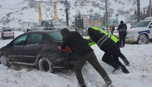 امداد رسانی پلیس راه (3)