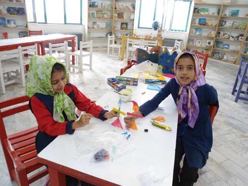 اجراي نمایش خلاقانه با استفاده از ماسك در مركز كياسر