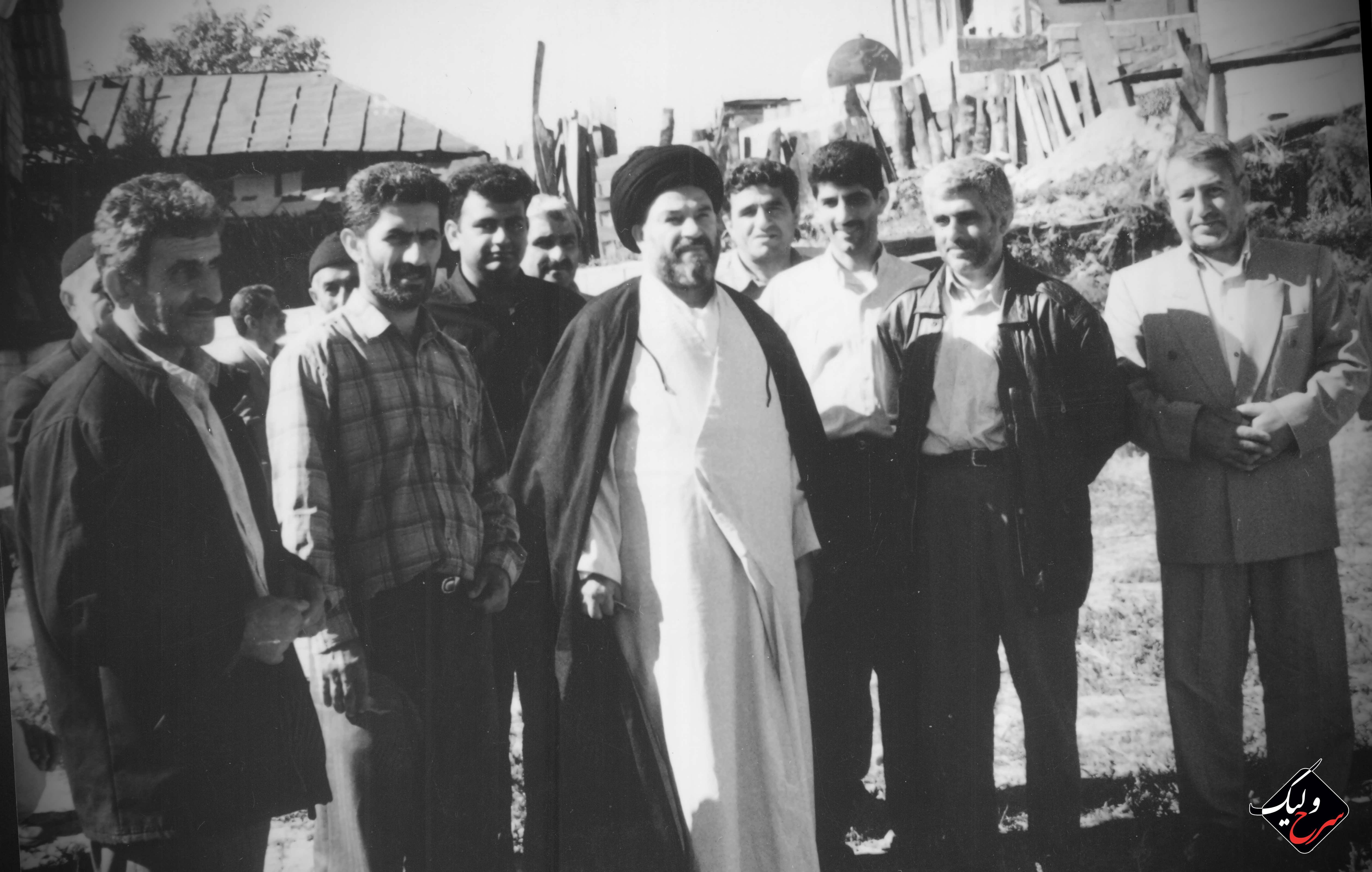 عکس کمتر دیده شده از  آیت الله شجاعی در اولین یادواره شهدای شویلاشت روستای سرخ ولیک