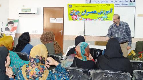 برگزاری کلاس برای نوعروسان در کمیته امداد کیاسر
