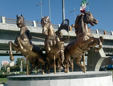 تندیس هایی که جهانی شدند / آقای شهردار لطفا مراقب اسب های ساری باشید!