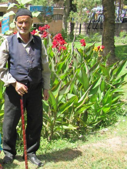وقف زمین برای ساخت زینبیه در روستای ازنی