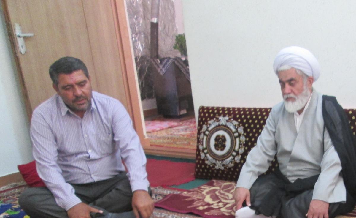 دیدار امام جمعه چهاردانگه با یکی از جانبازان دفاع مقدس + تصاویر
