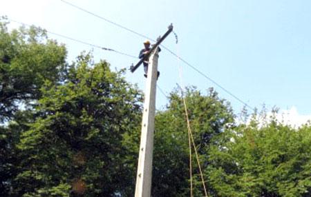 خاموشی شبکه های برق منطقه چهاردانگه برطرف شد
