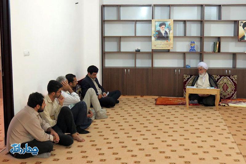 حضور رئیس جهاد کشاورزی  چهاردانگه در دفتر امام جمعه به مناسبت هفته دولت