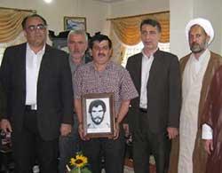 دیدار مدیر جهاد کشاورزی ساری با خانواده شهید اصغری تيلكي