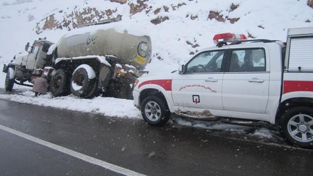 عملیات امداد و نجات جاده ای توسط شهرداری کیاسر