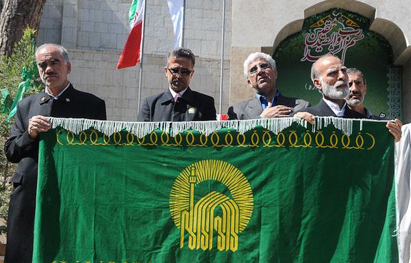 حضور خادمان و پرچم حرم امام رضا(ع) در شهر کیاسر