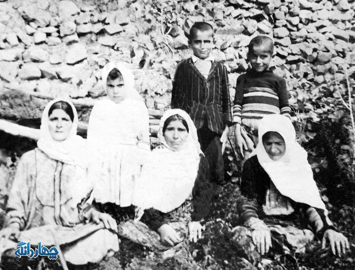 عکس قدیمی از یک خانواده روستایی در روستای ولویه چهاردانگه