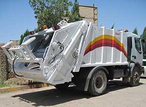 تحویل یک دستگاه خودروی جمع آوری و حمل زباله به روستای اروست