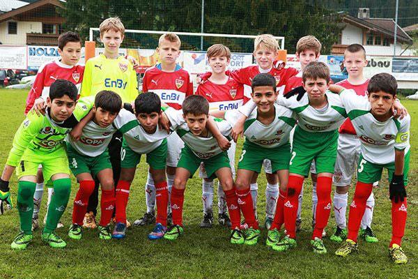 تصاویری از امیرمحمد عالیشاه به همراه تیم فوتبال آکادمی کیا در اتریش