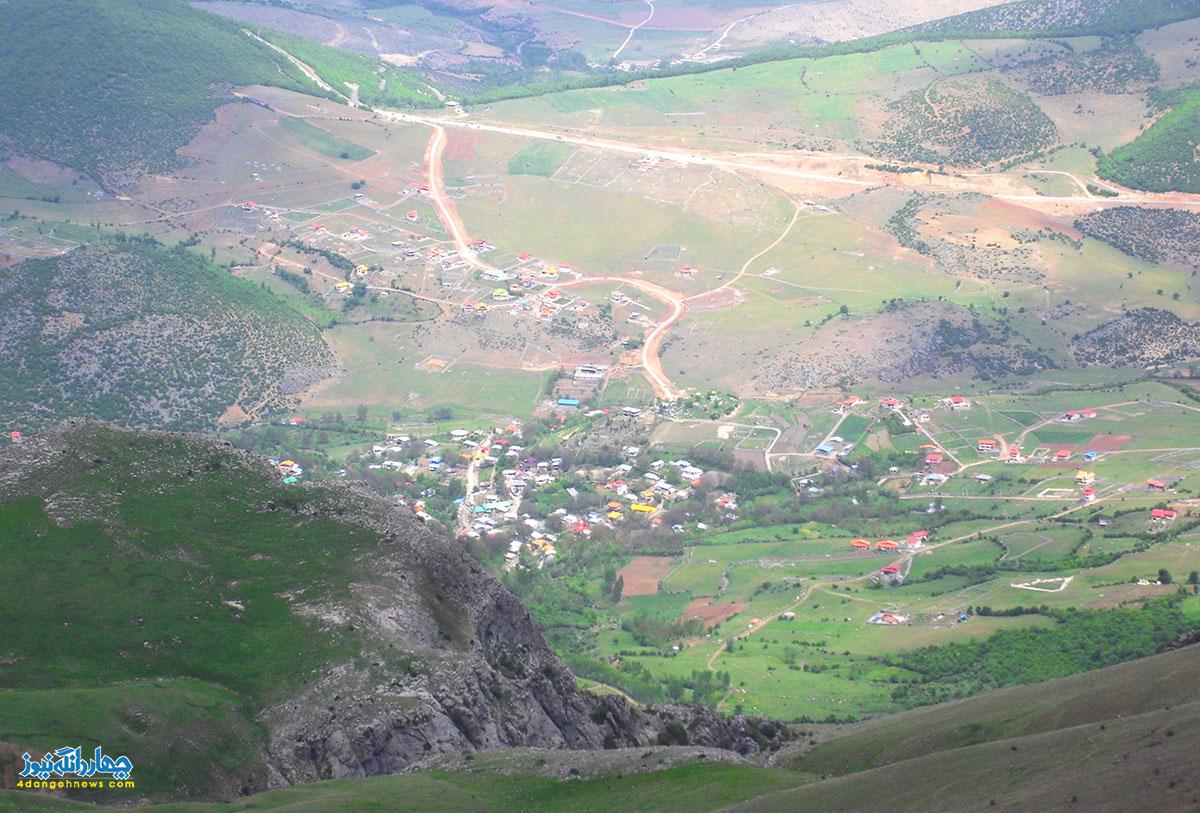 نمايي از روستاي لنگر از فراز قله 2802 متري شاهدژ