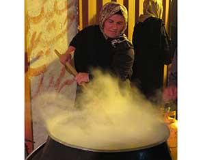 آئين قديمي ناهار دهی دهه اول محرم در شهر کیاسر
