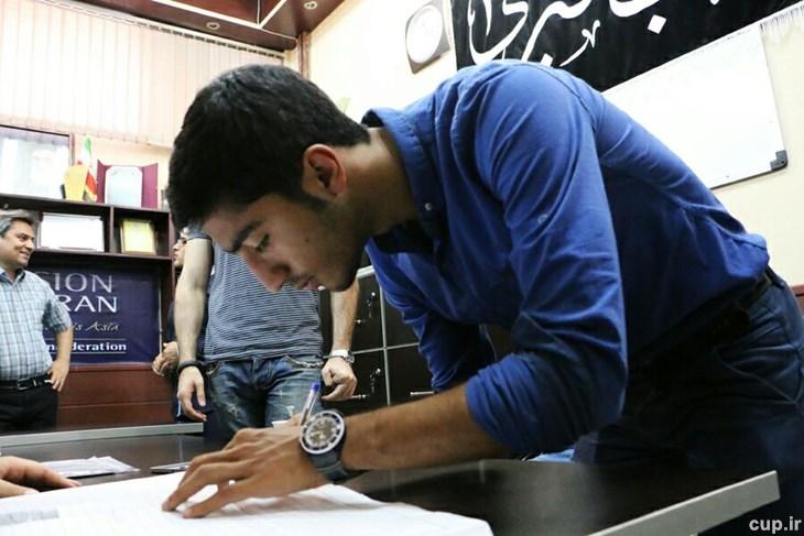 محسن کریمی کیاسری قرارداد خود را با تیم استقلال تهران ثبت کرد