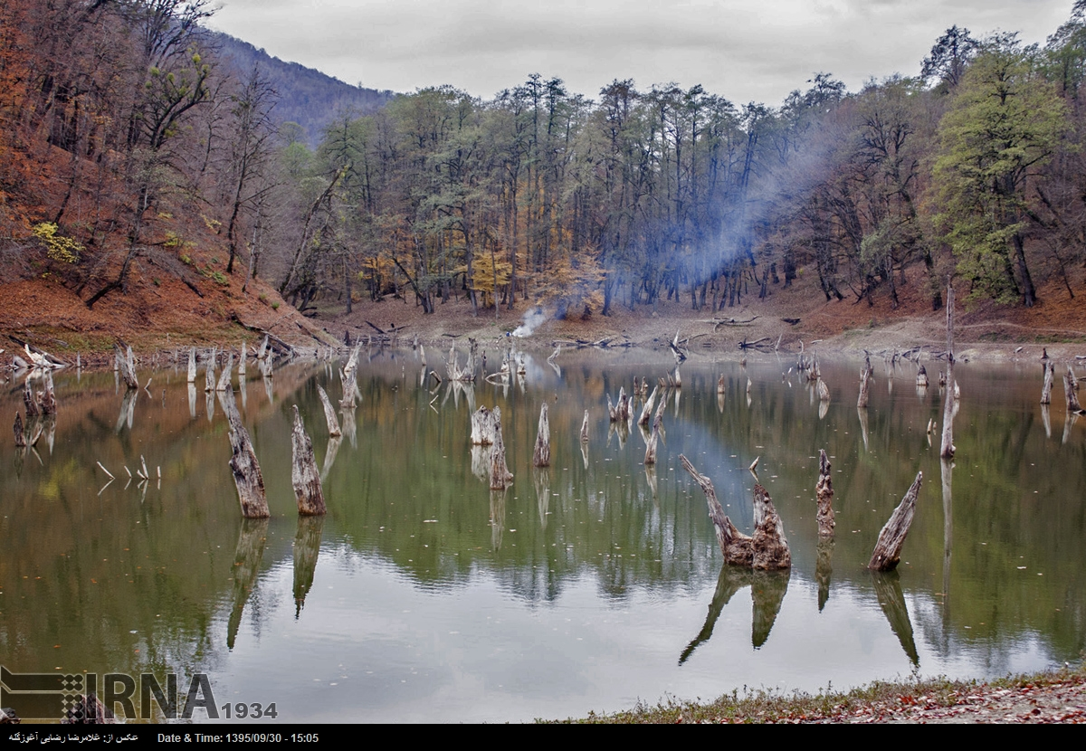 طبیعت پاییزی دریاچه چورت در چهاردانگه