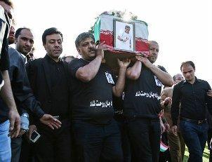 آیین تشییع پیکر مرحوم مهرداد اولادی در قائمشهر برگزار شد + تصاویر