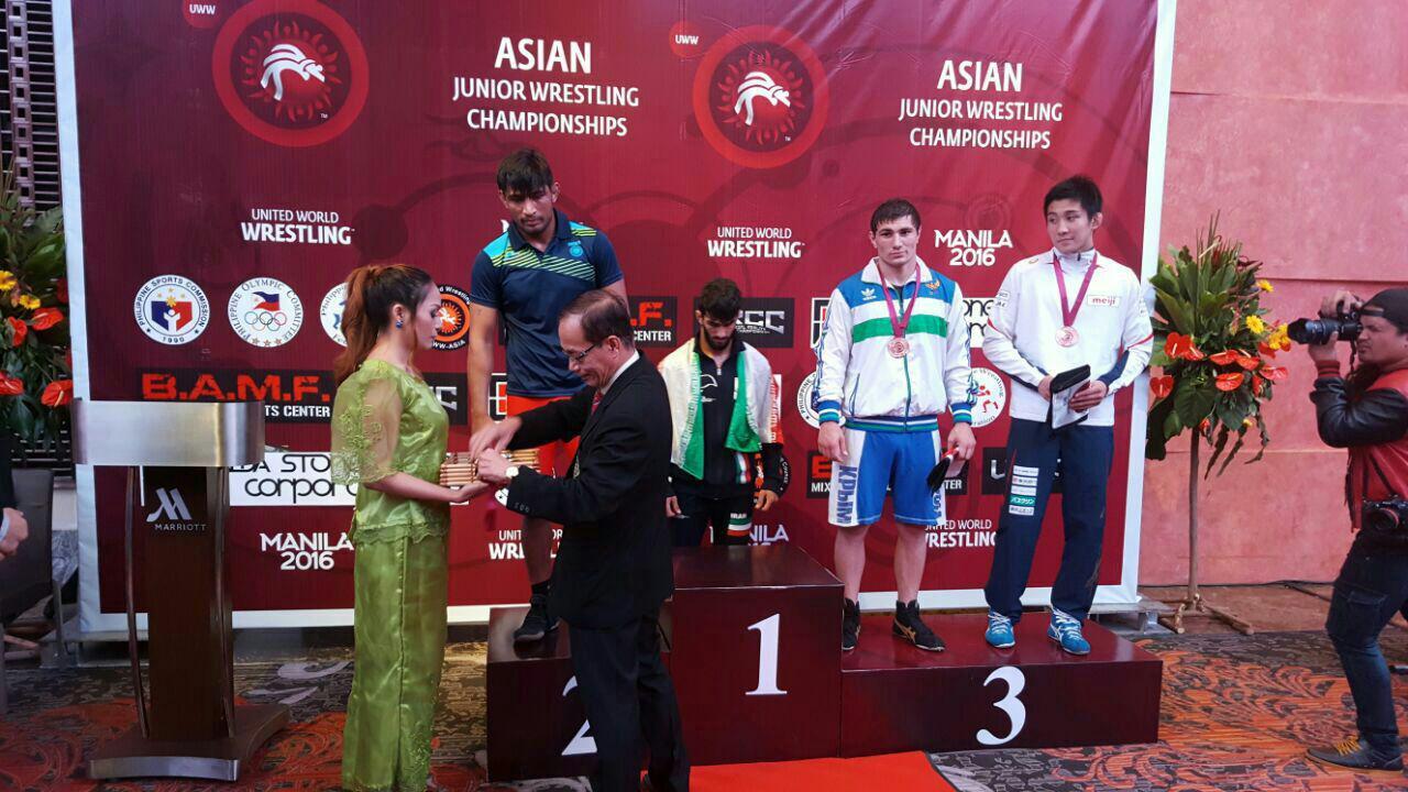 قهرمانی کشتی گیر دودانگه ای در آسیا + تصاویر