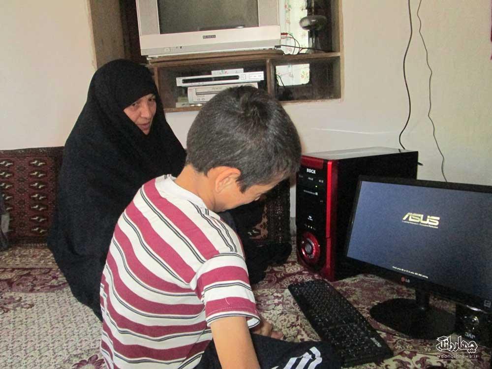 گزارش اهداء یک دستگاه کامپیوتر از طرف موسسه خیمه گاه اهل بیت به یک دانش آموز