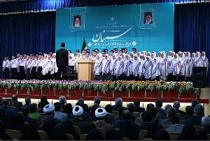 اجرای سرود وطن با رهبری اسماعیل فتاحی کیاسری در حضور رئیس جمهور