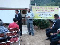 برگزاري جلسه پنجم مدرسه در مزرعه سياه ريشه (سيب) در روستاي كنيم