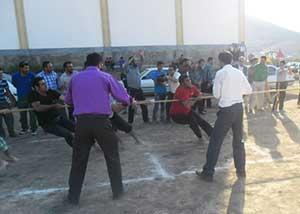 برگزاری مسابقه طناب کشی در کیاسر