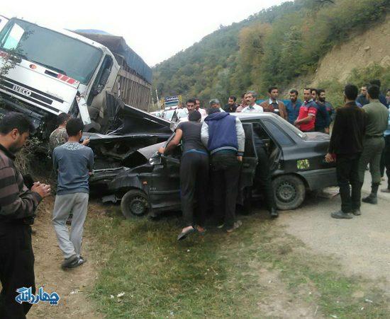 تصادف شدید دو خودرو با یک دستگاه کامیون در محور کیاسر+تصاویر