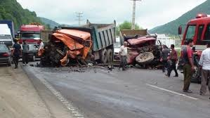 پایان خوش برای حادثه واژگونی کامیون بر روی وانت