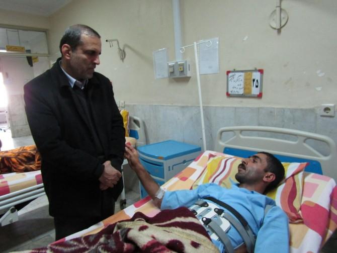 عیادت على اصغر یوسف نژاد از مصدوم حادثه معدن کیاسر